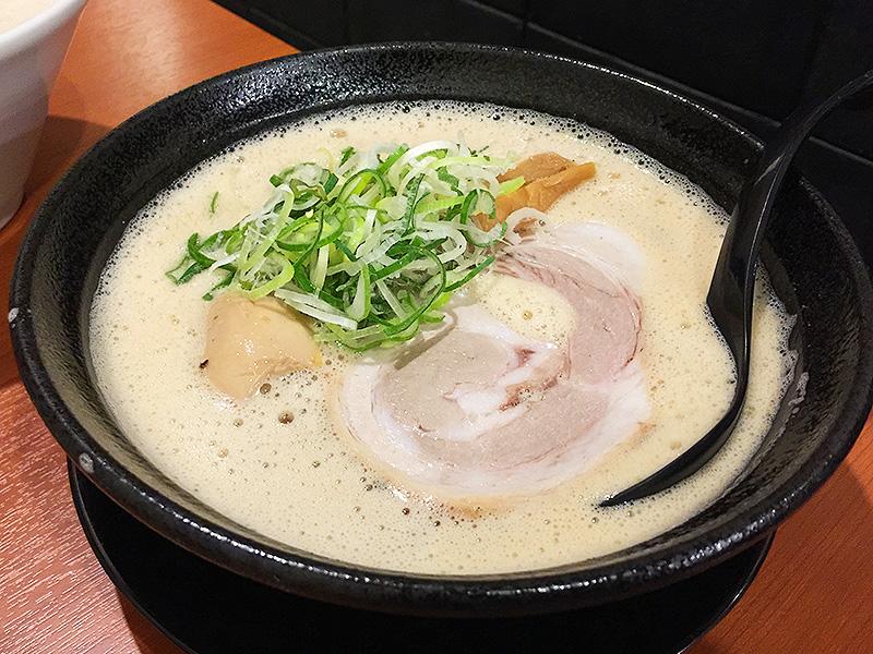 372【江坂】クセになる濃厚な鶏トン節ラーメン!「らーめん樹希(いつき)」