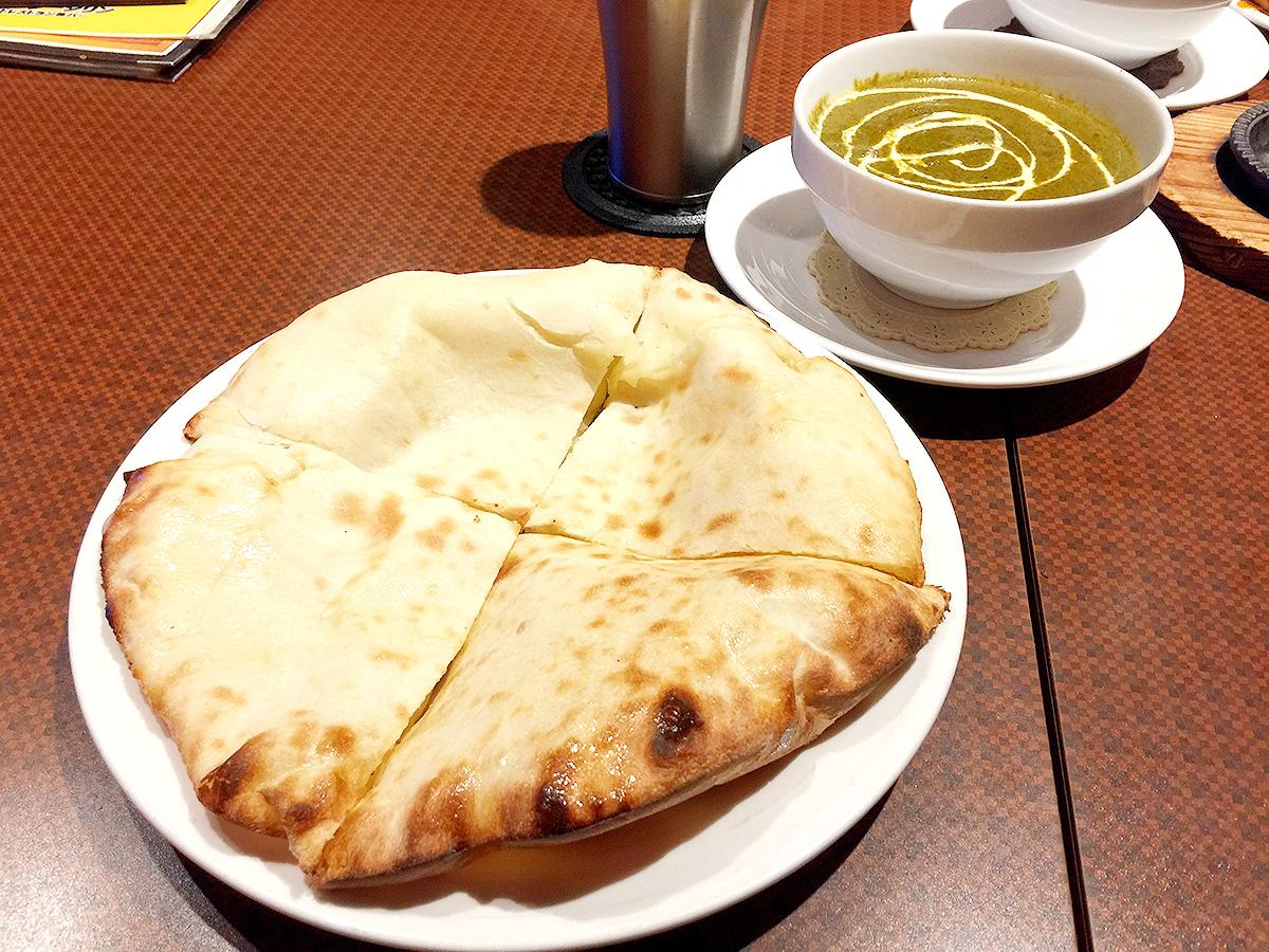 521【新宿】広々おしゃれな店内で熱々チーズナン!「Grand Darjeeling(グランドダージリン)」