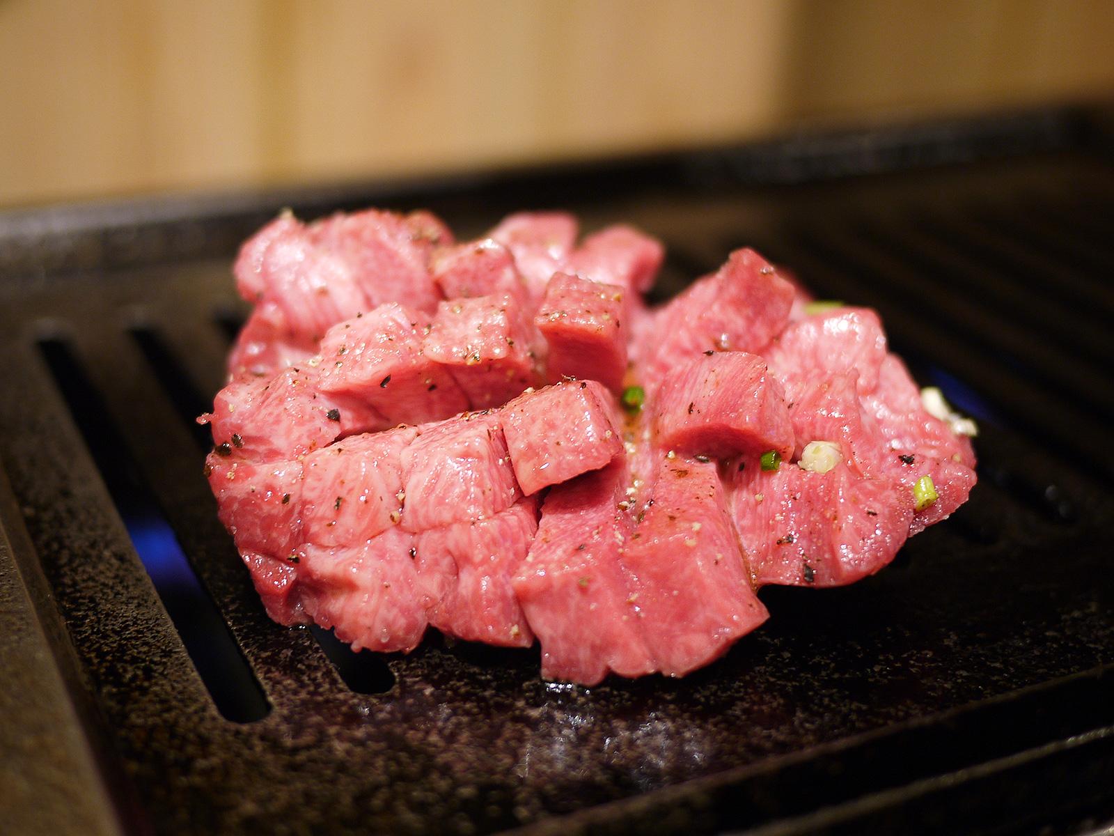 592【静岡】A5ランク鳥取和牛とタン元マンゴーステーキを味わえる「うしなり」