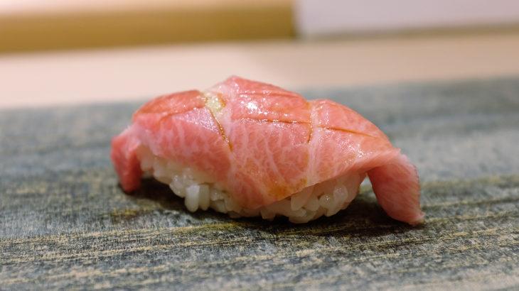 まっすぐ丁寧が伝わる、洗練された寿司をいただく「すし良月(あきら)」@広尾