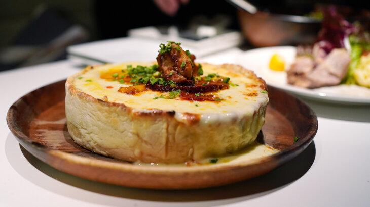 【アークラウンジ】個室でゆったり!チーズ溢れるシカゴピザが魅力のイタリアン@新宿西口